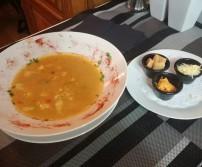 Soupe de poisson maison avec sa rouille et ses croutons